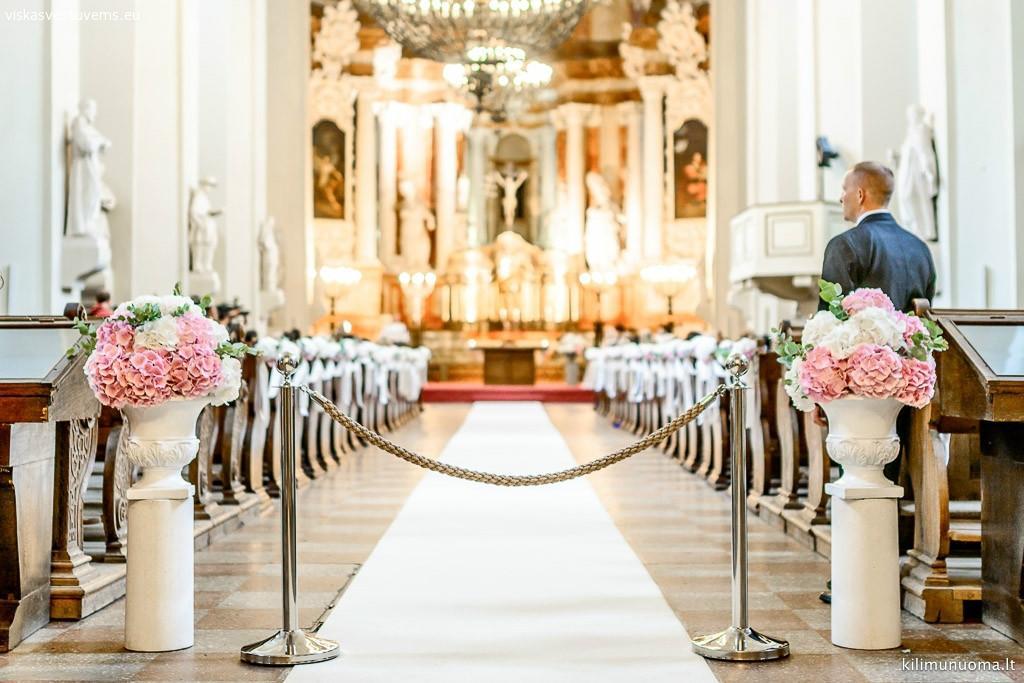 Baltų kilimų nuoma vestuvėms