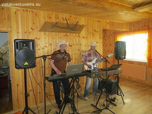 Muzikantai Jusu Sventeje